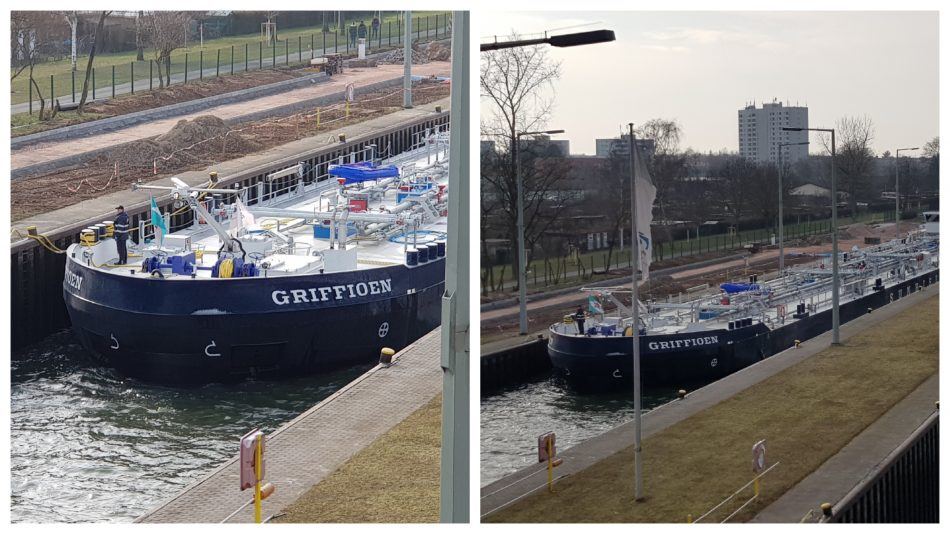 Schiff in der Schleuse Griesheim in Frankfurt am Main